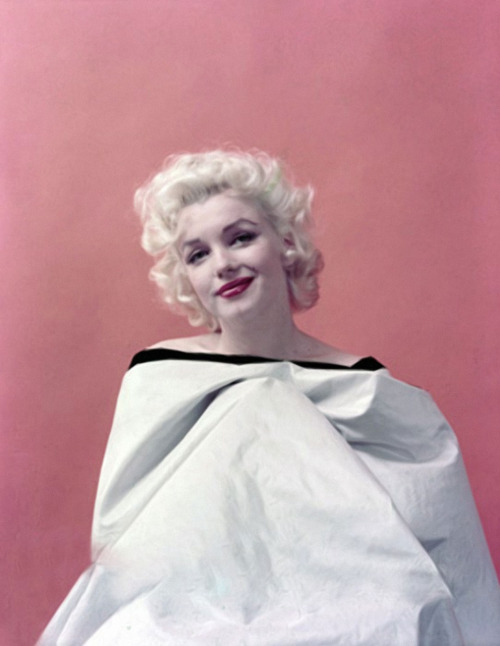 suicideblonde:  Marilyn Monroe photographed by Milton Greene in 1955
