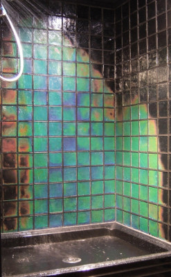 themilkywhiteway:  temperature sensitive glass tiles…