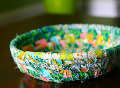 I could make use for a million random bowls. I'll never not want them. This scrap fabric bowl might have to be an addition.  Find out how to make your own at Prudent Baby! whoooops, this is on the list of 25 scrap-busters. Oh well. Keeping it up anyway :)