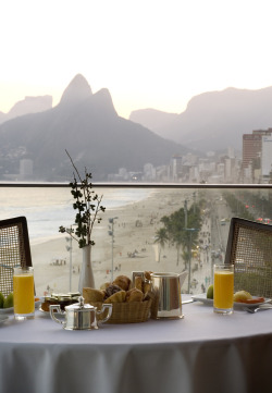 emilanton:  Breakfast with this view #Enjoyinglife