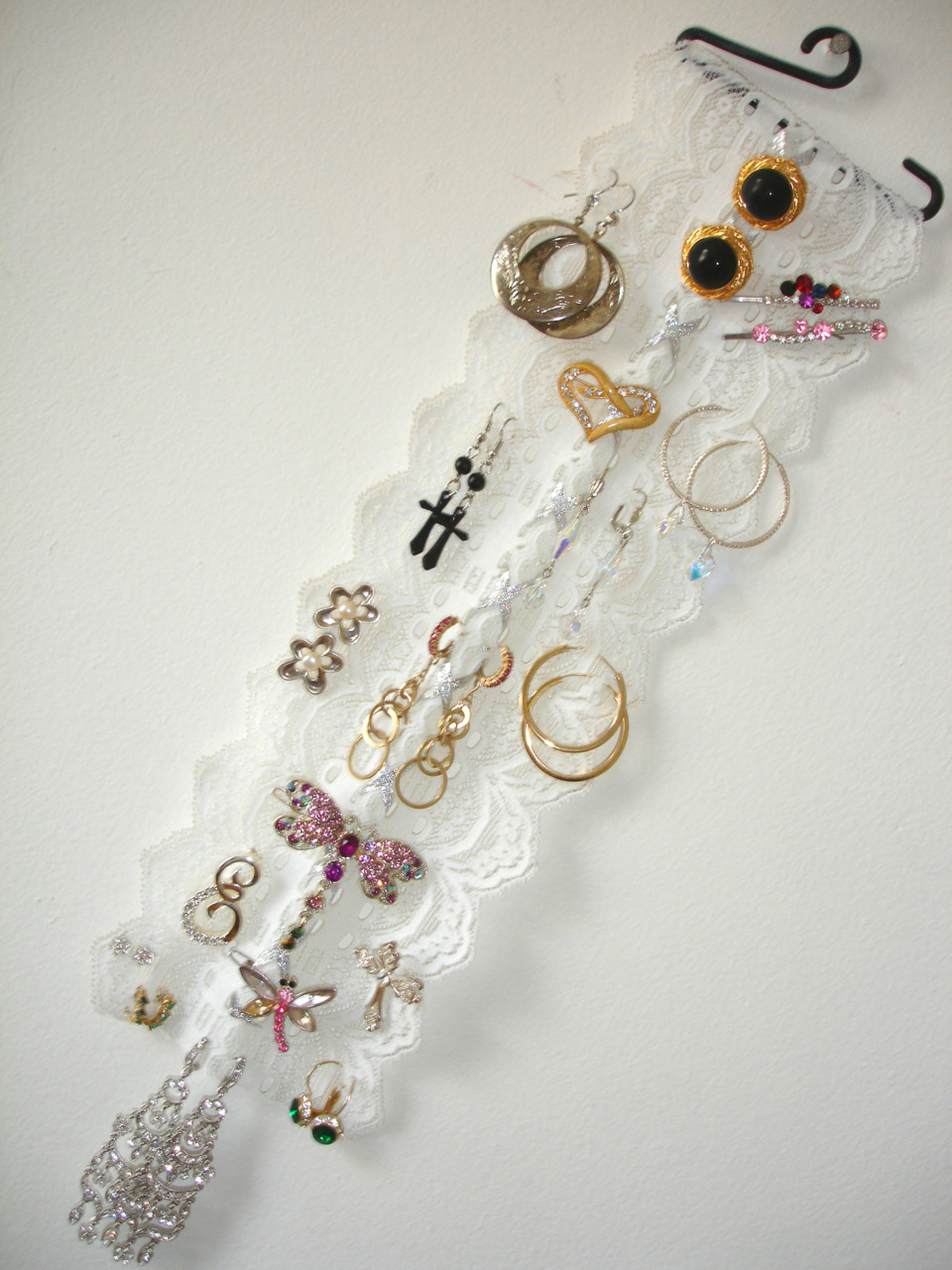 DIY: Earring, Embellished Hair Pins & Brooches Holder