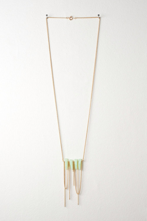 etsyfindoftheday:  etsy find of the day 2 | 1.25.12chalcedony green recycled sea glass + gold chain necklace by deucefashion