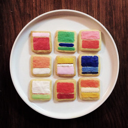 Oh snap! These sweet lookin' cookies would go well with Blue Bottle's signature Mondrian cake :)  nevver:  Mark Rothko Cookies