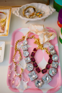 sparklesandpretending:  so pretty!  from the vanity of Jeanne / Shop Sweet Things as featured in theglitterguide