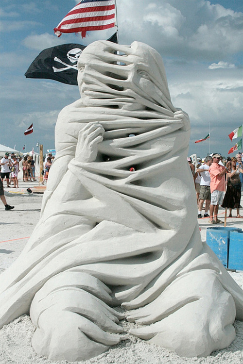 fer1972:  Sand Sculpture by Carl Jara