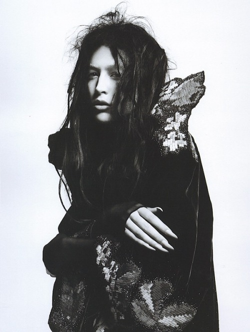 spinningbirdkick:  David Sims / V #50 December 2007.