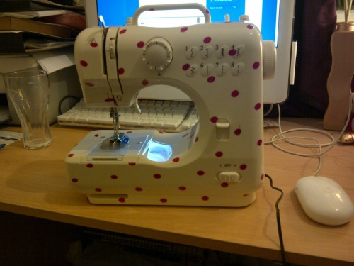 This is my sewing machine! I only paid £25 for it so I'm not expecting miracles, but it's going to get two pieces of fabric joined together and that's all i need to start with.