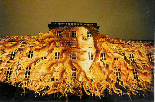 the-iridescence:  Vénus de Boticelli  Slide shows on major buildings - here, the Museum - are among events in the Festival of Lights around 8 December in Lyon.  by Anduze traveller