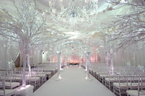 personally, i wouldn't want a winter wedding, but this one is absolutely gorgeous!! the decor is perfectly fitting of the season. (: