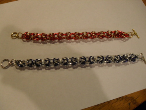 Gryffindor and Ravenclaw themed bracelets via http://www.etsy.com/listing/90161885/hogwarts-house-chainmaille-bracelets submission from shelbeechris