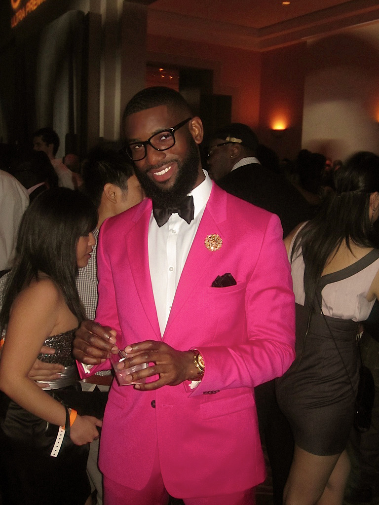pharaohsandqueens: allenonyia: I Hit 'em with the Pink with hints of Tom Ford (eyeglasses & bowtie) for New years
