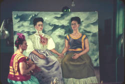 Love this photograph of 3 Fridas. Perfect for Frida(y) the 13th.