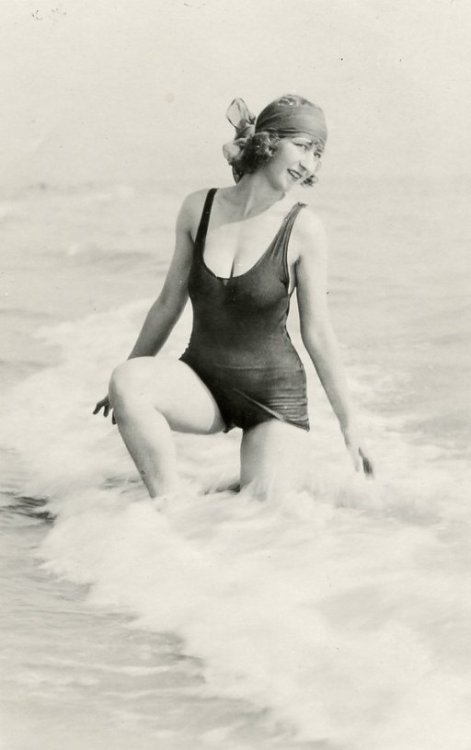 (via Pacific Beach | Shorpy Historical Photo Archive)  Gladys Wagner posing at the beach in San Francisco during the 1920s when she was modeling and dancing on the stage. View full size.