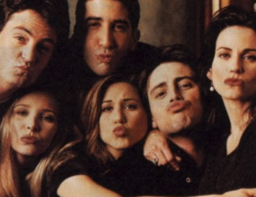 niggaquisha:  m-onsoons:  my fave gang  FRIENDS »>  Love this show!!!!