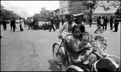 Phnom Penh, Cambodia 1975 Photo by Roland Neveu