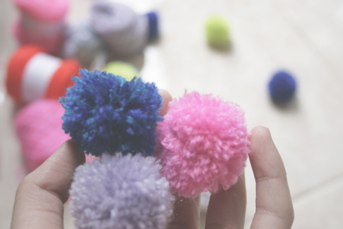WEEKEND DIY, POM-POMS :)