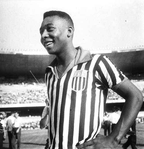Pele at 18. He still has the same amazing smile!  interleaning:  Pele at 18.