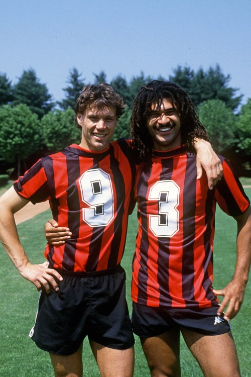 Vintage #Milan: Ruud Gullit and Marco van Basten,making AC Milan shirt numbers abundantly clear  pitchinvasion:  Ruud Gullit and Marco van Basten, making their AC Milan shirt numbers abundantly clear.