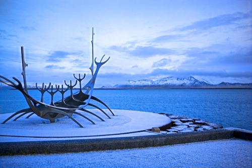 sandybiring:  Sun Voyager is a dreamboat, which represents promise of undiscovered territory, a dream of hope, progress and freedom.