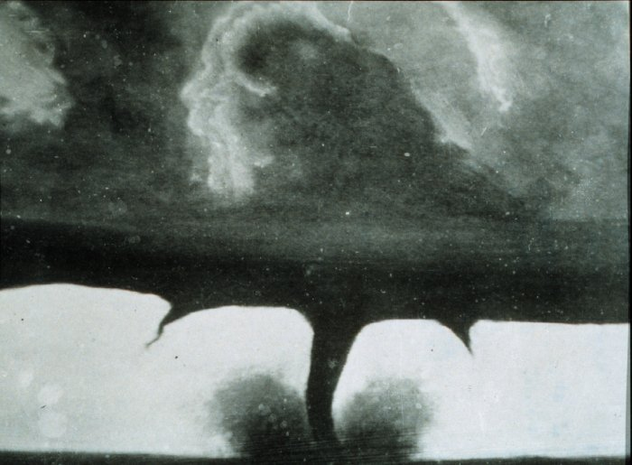 dreamboatcourtney:  1884, first photo of a tornado