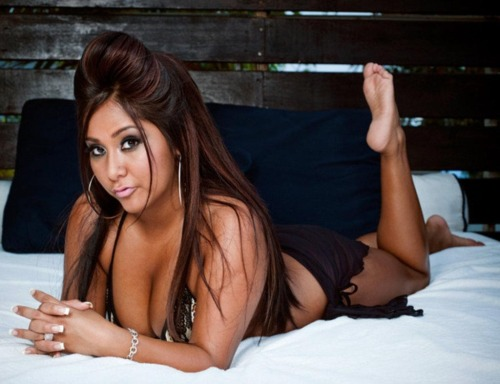 "Snooki gets techie in Vegas. Nicole Polizzi, aka ""Snooki"" of ""Jersey Shore"" will be at CES to promote Zeikos USA's new line of iHip audio accessories. She joins pop stars appearing at the International Consumer Electronics Show in Las Vegas, NV to promote gadgets and gizmos."