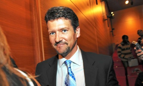 "Todd Palin gives his opinion, but does anyone actually care? Our guess is: not likely. Ever wanted to know who Todd Palin is giving his political support to? We didn't think so. Although his wife still hasn't announced who she'll endorse in the 2012 election, Todd is banking on Newt Gingrich. Great? Sarah said that she's ""still in that process with probably 70 percent of Americans trying to decide."" Great. source Follow ShortFormBlog"