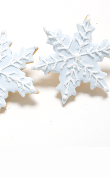 Snowflake cookies from scrumptions.com