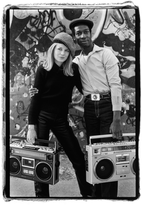 One of my all-time favorite photos… need this print! Tina Weymouth of Talking Heads & Grandmaster Flash (1982, NYC)  Photo by Laura Levine.
