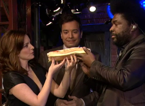 latenightjimmy:  A very special sandwich unites Tina Fey and Questlove on the show TONIGHT!  ?uest and you shall receive.