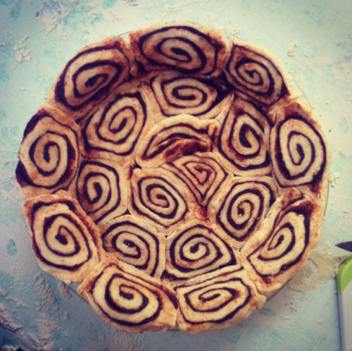 vegansaurus:  It is a PIE CRUST made out of CINNAMON ROLLS. Recipe, too! Stormka is a freaking genius, I'm gonna kill my boyfriend just so I can marry her. Sorry, sweetie! Cinnamon roll pie crust trumps love because you see, it IS love. I don't know, my priorities are all outta whack. Also, why did I have to kill my boyfriend to be with someone else?? I think I got that idea from The Rules.