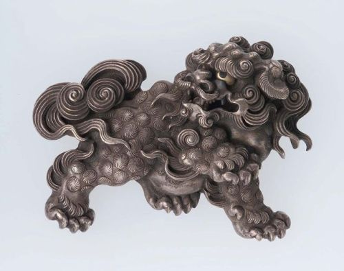 suchasensualdestroyer:  Japan, Menuki in the form of a Shishi, gold/shakudo/silver, c. 1790.