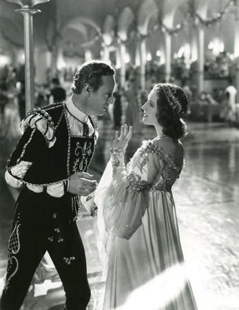 maudelynn:  Leslie Howard and Norma Shearer in Romeo and Juliet c.1936