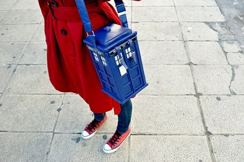 doctorwho:  TARDIS Purse of the Day: Although every TARDIS purse is bigger on the inside, this one by Etsy seller Little Mochi Obsession also has the fanciest, most detailed outside you're likely to see.  Its creator says she's an architecture student, which probably comes in handy when you're trying to build a perfect Police Box. In this case, the materials are water-resistant blue poly leather and cardboard.  via thedailywhat   Cute!!