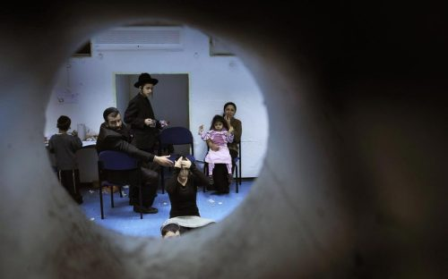 Israelis sit in a bomb shelter in the southern city of Ashkelon December 31, 2008. Hamas rockets had hit the major Israeli city of Beersheba earlier, on Wednesday. (REUTERS/Amir Cohen)