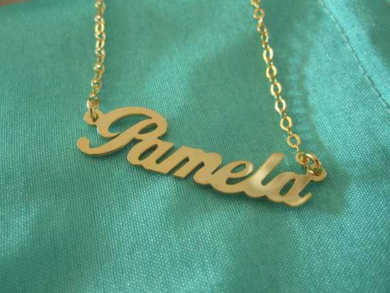 My name necklace finally came from Korea, I'm so pleased.