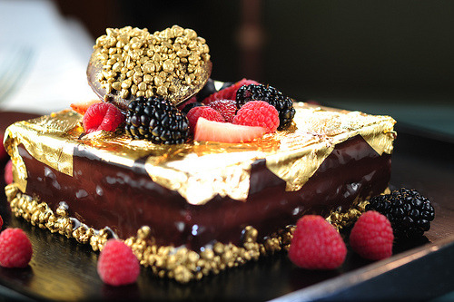 diet-killers:  Valentine's Dessert - Love Over Gold (by InterContinental Hong Kong)