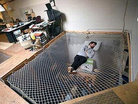 This net bed is part of an office(!), but I want one in my house as well