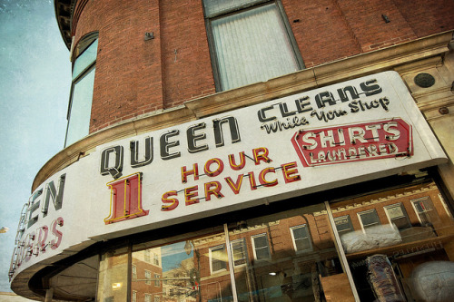 desimagesquimeparlent:  Queen Cleans by dovetaildw on Flickr.  Waltham, MA.