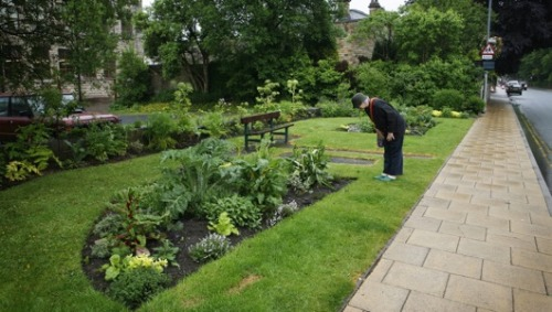 mothernaturenetwork:  Todmorden: A town where greenthumbs, not sticky fingers, prevailThe Daily Mail pays a visit to Todmorden, a quaint British town that's littered with raised vegetable and herb gardens where residents can grow — and take — whatever they fancy. The ethnically and economically diverse mill town of about 15,000 residents is home to Incredible Edible, an ambitious, agrarian-minded scheme that's brought together an entire community under one common goal: to become completely self-sufficient in food by the year 2018.