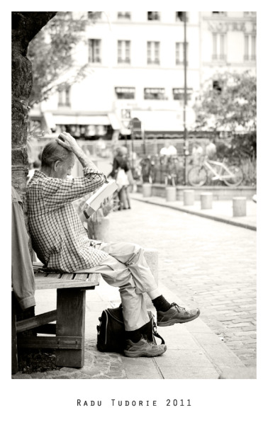 Reading anywhere 2   photo.by rtud,shot.at Paris, France thx.to Cupcake Mov