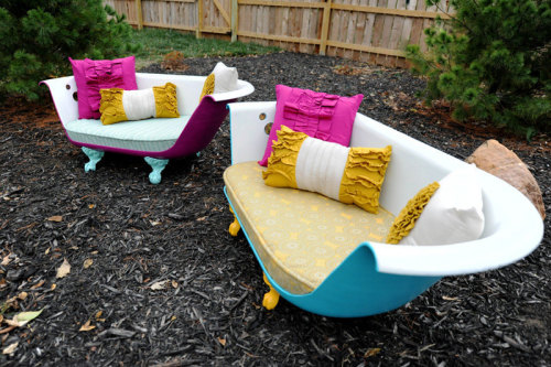 crafty-things:  Bathtub Couch