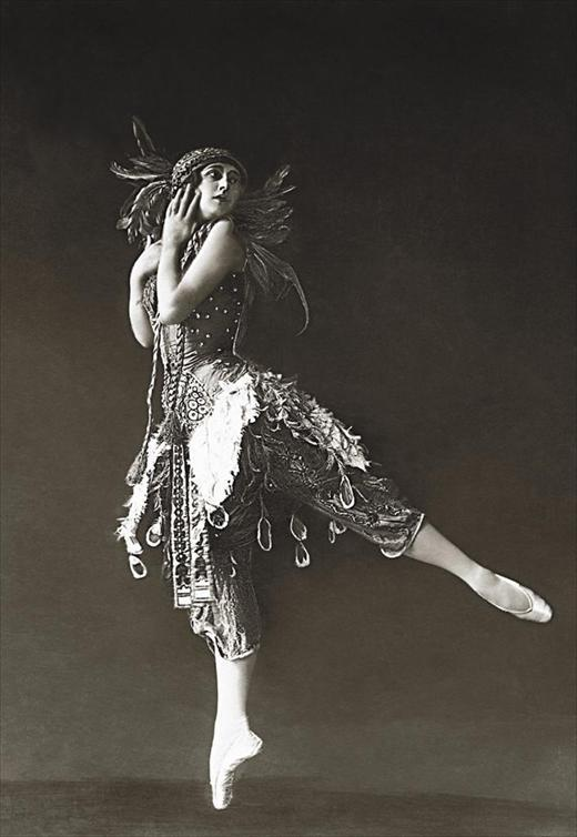 morningstar401:  Ballet dancer Tamara Karsavina in Firebird (1912)