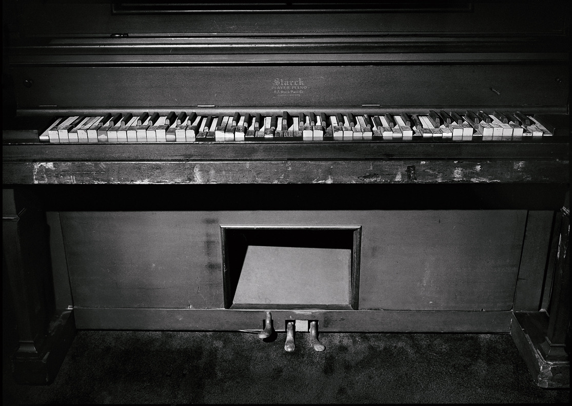 Jerry Lee Lewis' piano in his home - Mississippi   © Jim Herrington Jerry Lee Lewis grew up dirt poor in Ferriday, Louisiana and had to play on the neighbor's piano until his parents finally took out a mortgage on their farm to buy this Starck upright when he was 10 years old. This is the piano Jerry Lee learned on and on which he developed his style up until the time he walked into Sun Records in Memphis. His cousins Mickey Gilley and Jimmy Swaggart also learned on this piano.