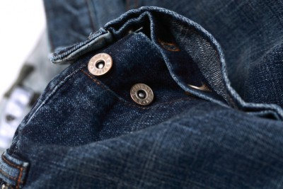Guerilla 24 Raw Denim : Buttons  details.