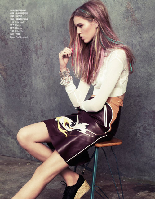 Colors Josefien Rodermans por Naomi Yang para Vogue Taiwan Diciembre 2011. ——————- Josefien Rodermans by Naomi Yang for Vogue Taiwan December 2011.