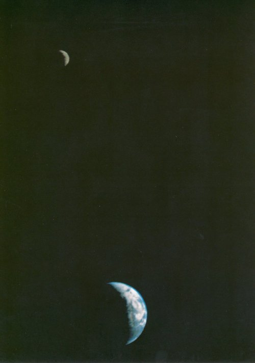 barbietramp:  This picture of the Earth and Moon in a single frame, the first of its kind ever taken by a spacecraft, was recorded September 18, 1977