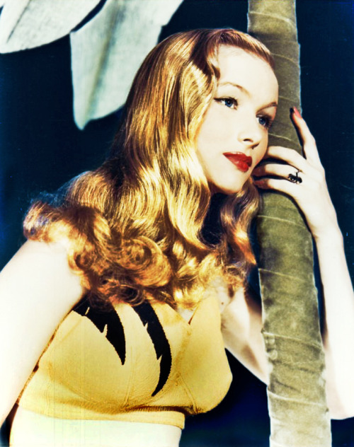 vintagegal:  Veronica Lake c. 1940's