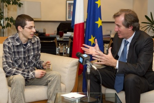 "girlactionfigure:  Gilad Shalit Thanks France, Germany for Assistance in Release Israel - Gilad Shalit on Wednesday handed thank you letters to the  envoys of France and Germany for President Nicolas Sarkozy and  Chancellor Angela Merkel, for their efforts to secure his release from  his Palestinian captors three months ago. ""I want to thank you with all my heart for the unlimited support you  have given me and your efforts to bring about my release,"" Shalit wrote  in a letter addressed to Sarkozy and the French people, Israeli media  reported. Shalit and his father, Noam Shalit, met with French ambassador  Christophe Bigot and German ambassador Andreas Michaelis in Tel Aviv. Gerhard Conrad of Germany's Federal Intelligence Service is believed  to have mediated the negotiations that led to Shalit's release. Shalit, who is a dual French-Israeli citizen, spent more than five  years in captivity after he was snatched in a 2006 cross-border raid by  Palestinian militants. He was released in October in a prisoner swap  deal between Israel and the enclave's Islamist Hamas rulers. On Monday, Shalit's father Noam announced that he intends to run for a  place on the Israel Labor Party list for the next Knesset. Noam Shalit, who has been a member of the Israel Labor Party since  1996, informed Israel Labor Party chairperson, Shelly Yachimovich, of  the decision on Monday."