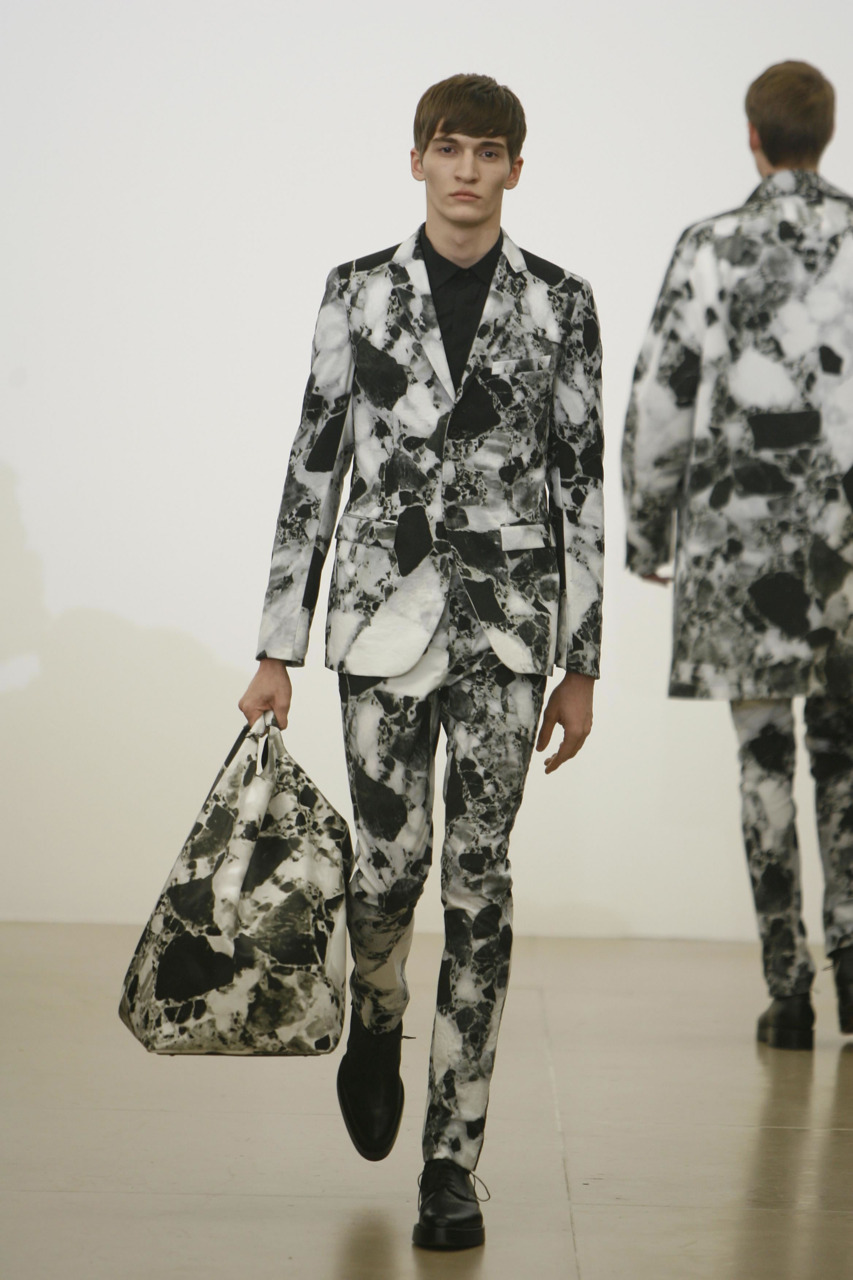 bostonroll:    Jil Sander fall 2008  Hands down the best Jil collection Raf's done to date. The ultra-slim cut suits, chunky soled lace-ups, and all marbled e'erything. Add the airy, melodic crescendo of Beethoven's Symphony No.7 2nd Movement, a personal favorite of mine, and it's perfection.