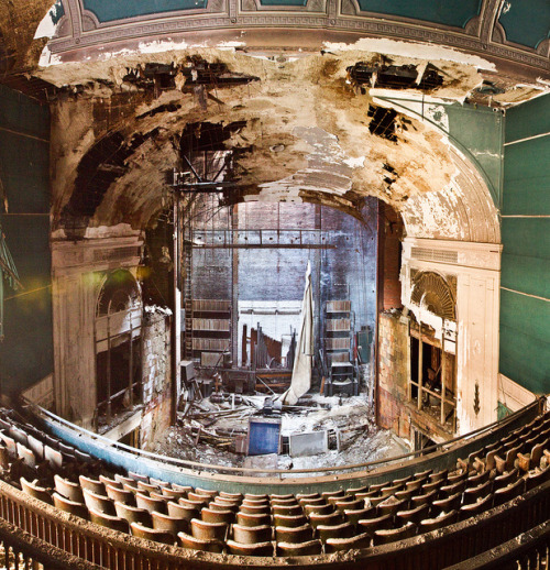 fuckyeahabandonedplaces:  paramount theatre by Jonathon Much on Flickr.